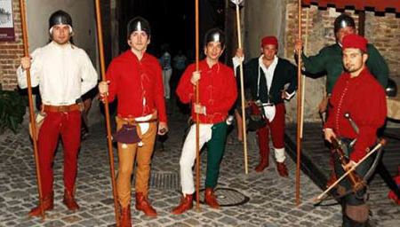 Soldati medievali in costume