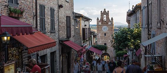 La via principale di Gradara