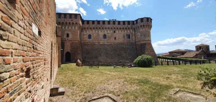 Mura del Castello - dalla piazza d'armi